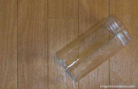 深さのある底が凸凹していないガラス瓶が最適です